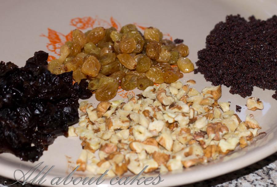 Торт с черносливом маком орехами и изюмом рецепт