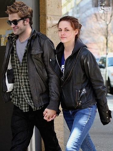 Robert Pattinsonkristen Stewart Dating on Robert Pattinson And Kristen Stewart Pictures  Dating Or Not