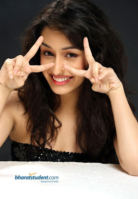 Shraddha Kapoor Medium Length Curly Hairstyle