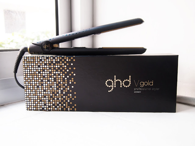 ghd v gold classic series hair styler is the best hair styling tools in the world. It has gold ceramic plated that gives shine on the hair, it has an automatic on and off button, it adjust to your hair temperature so it wont damage them, it has 2 years guaranteed where they will replaced one full new product for free, it can make curl hair styles, it can straighten the hair or it can create a natural wave.