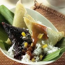 Kue Lopis Aneka Warna dan Rasa Vs Kue Lopis Raksasa Tradisi Kota Pekalongan