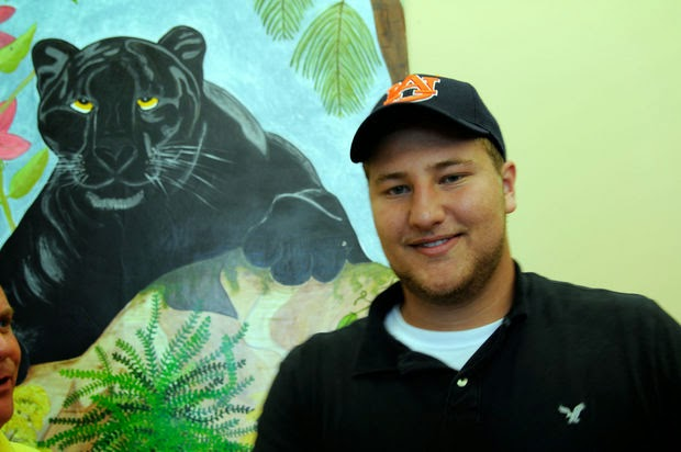 Auburn lands four-star offensive guard prospect Tyler Carr for its 2015 recruiting class.