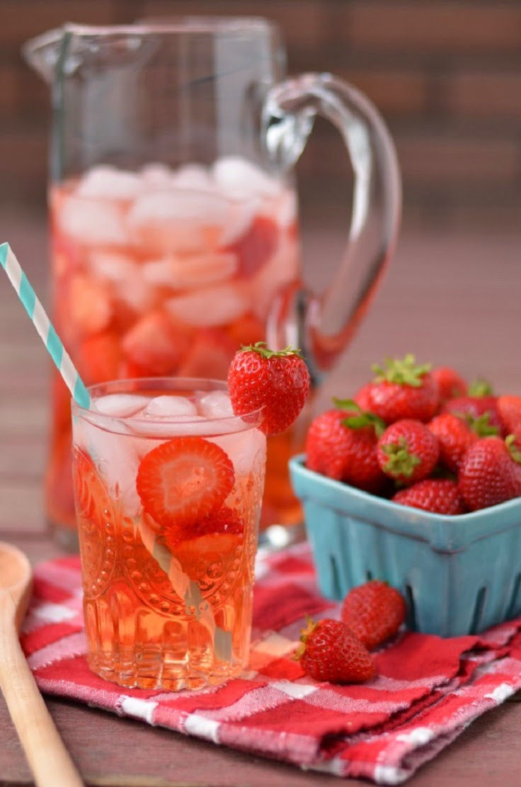 strawberry detox water mind of a fashionista