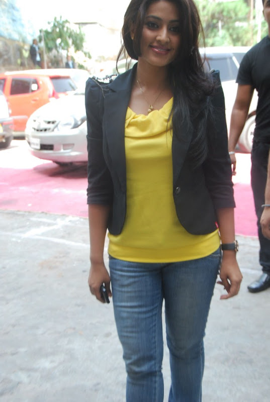 Sneha Latest Photo Gallery Part II navel show