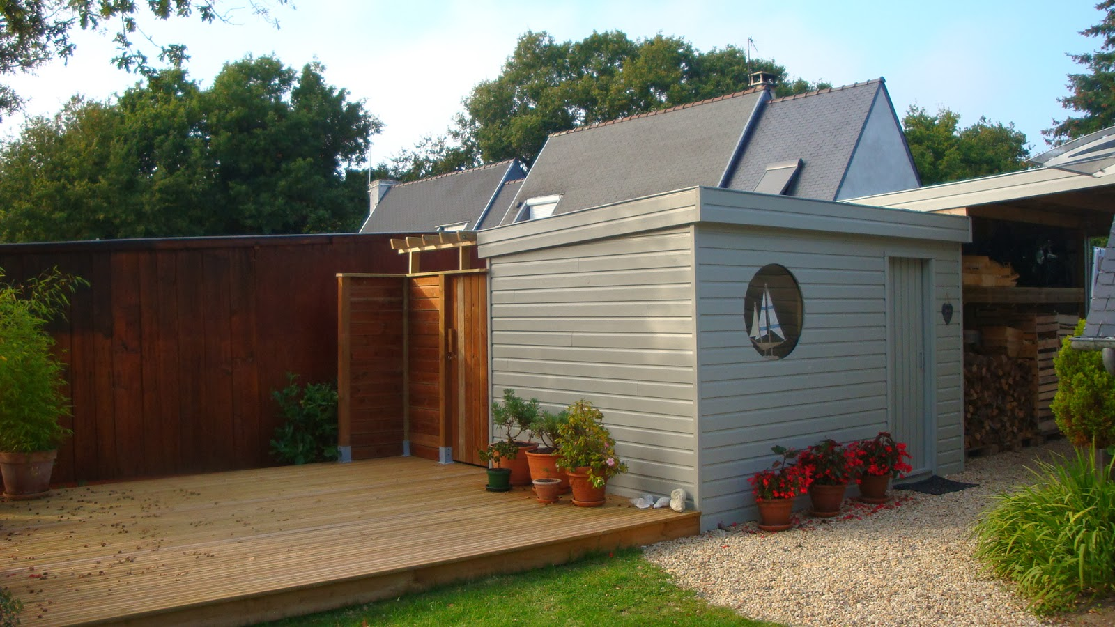 Michel le coz agencement d coration ext rieur car port for Habillage mur exterieur bois
