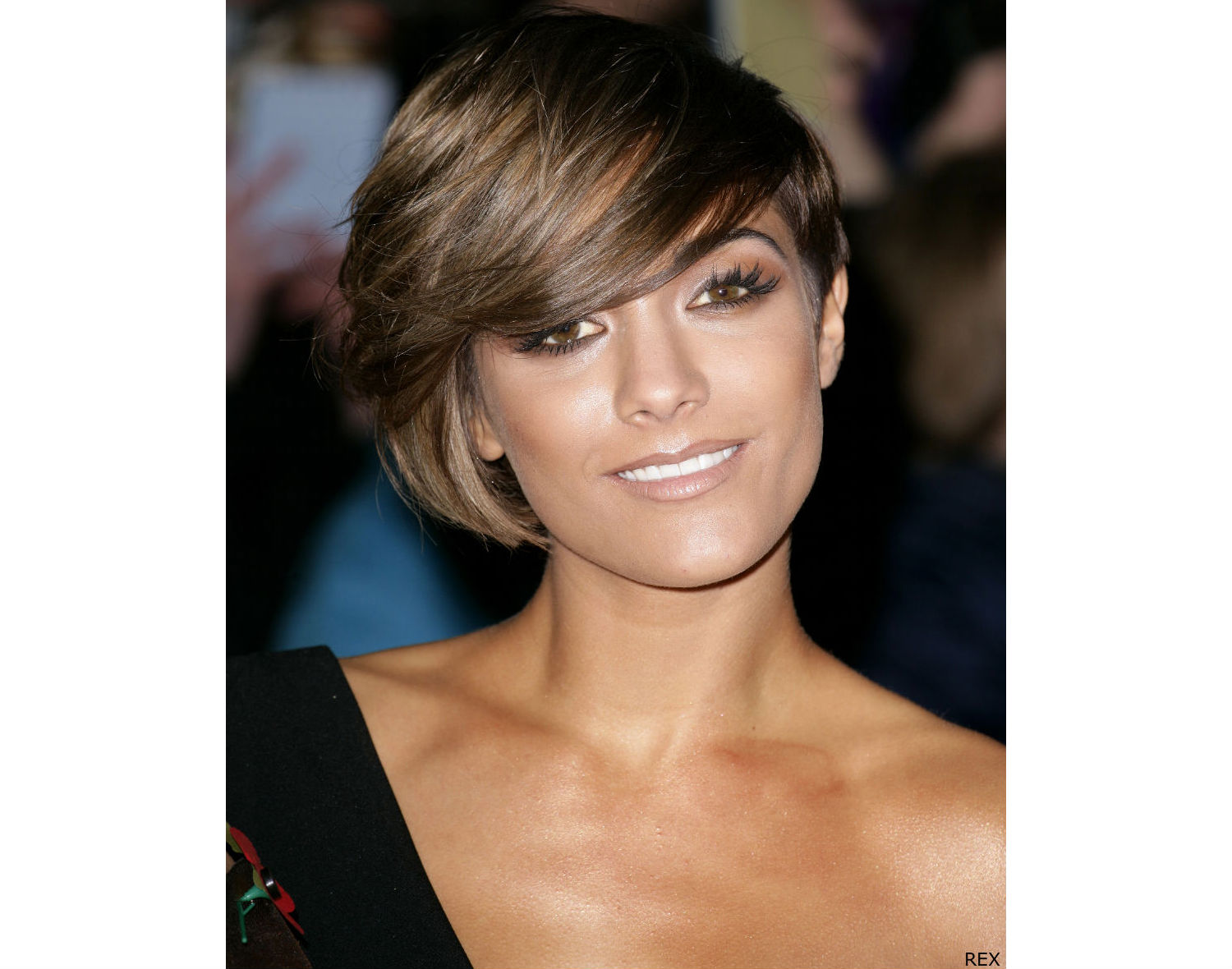 Short Bob Hairstyle For Oval Shaped Faces title=