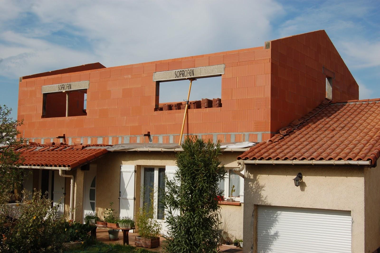Agrandissement d 39 une maison par le haut 14 me jour for Agrandissement maison 42