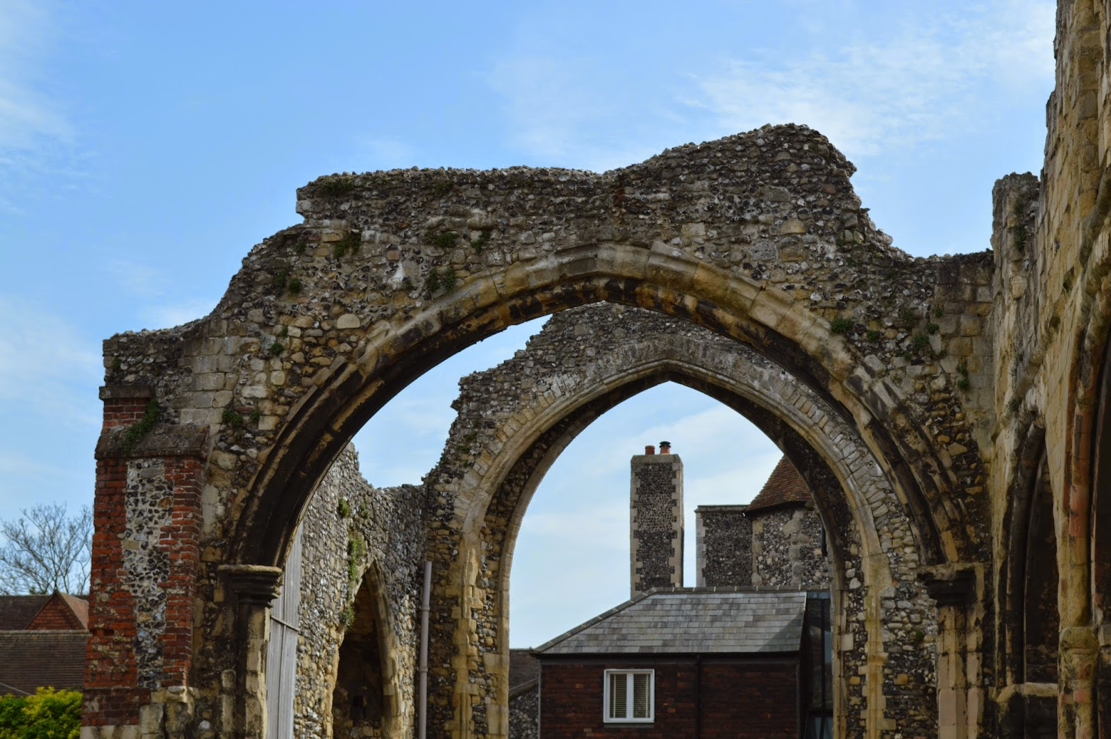 ruin, arches, arch, Christian, Canterbury Cathedral, Thomas Becket, martyr, Saint Augustine, worship, church, visit, Kent, day trip, religious, old, medieval, stained glass, impressive, big, history, historical, spires, decorated, photo, photograph
