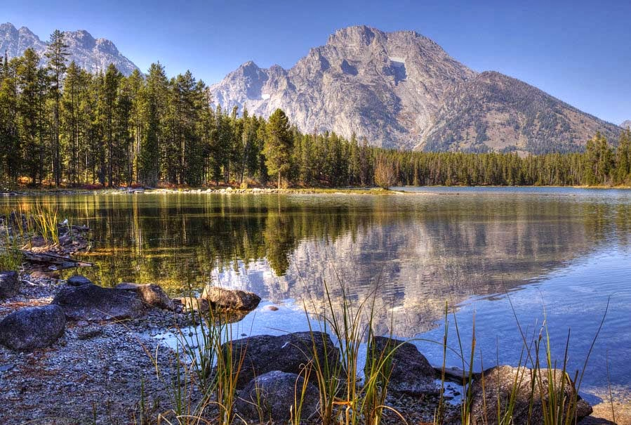 mountains-water-natural-pic