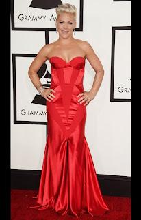 Пинк в червена рокля на Грами 2014