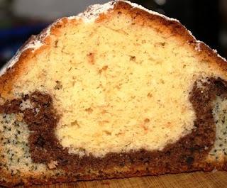 Трехслойный кекс с маком и какао