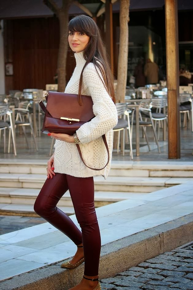 Stylish white oversize cardigan with purple skinnies for fall