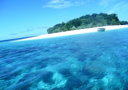 Menikmati Keindahan Pasir Putih di Objek Wisata Pulau Lihaga Minahasa Utara