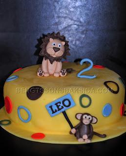 http://www.bengtssonsbaksida.com/2012/03/tarta-med-lejon-och-apa.html