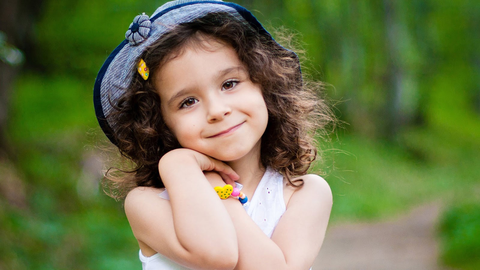 Very Cute Little Girl Hd Wallpaper Cute Little Babies