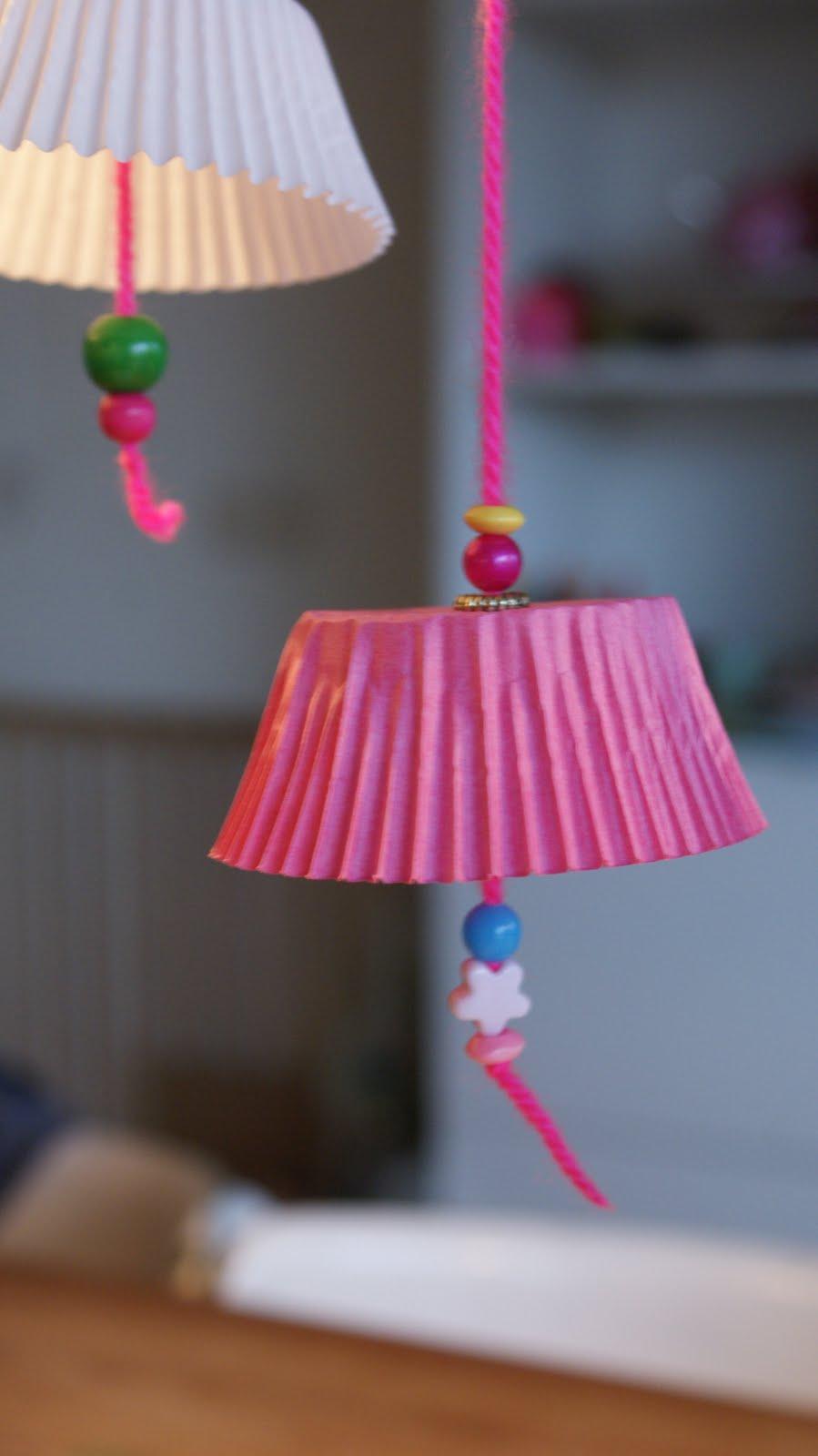 Hacer una guirnalda con moldes de cupcakes somosdeco blog de decoraci n - Moldes papel magdalenas ...
