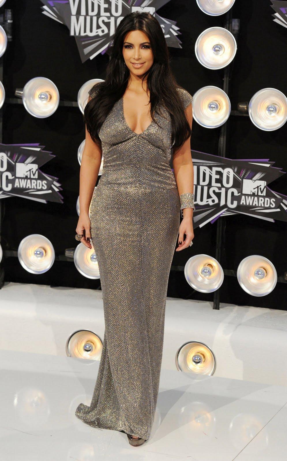 http://2.bp.blogspot.com/-ttnnV6Iit8I/TqP3LBuYUsI/AAAAAAAAFRg/GwDplyZveEc/s1600/Kim-Kardashian-116.jpg