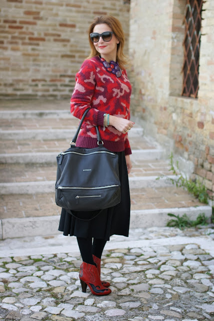 camouflage country look, Givenchy Pandora bag, red cowboy boots, Fashion and Cookies, fashion blogger