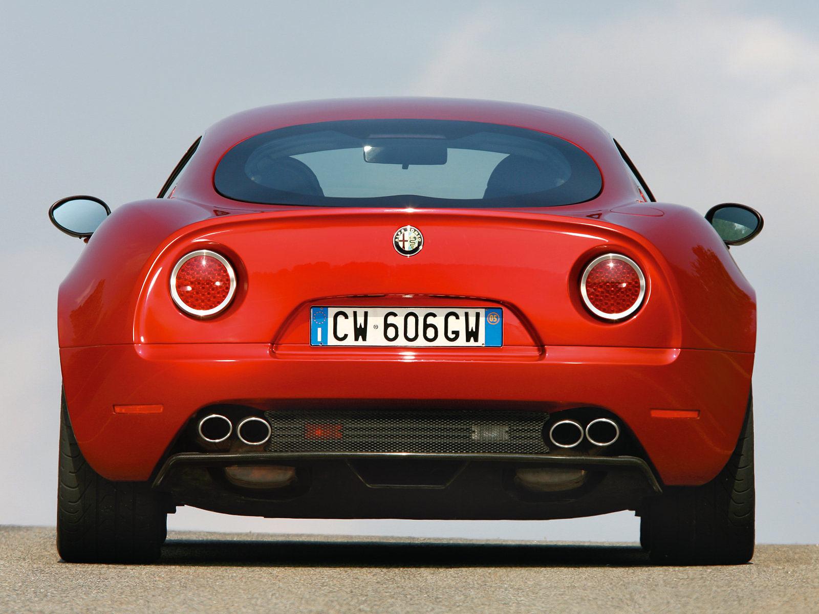 http://2.bp.blogspot.com/-ttzDT1c0ZZA/Tr3S0M-MrQI/AAAAAAAAD2I/rIwlaEYlbPQ/s1600/2007_ALFA-ROMEO-8C-Competizione_car-desktop-wallpaper_07.jpg