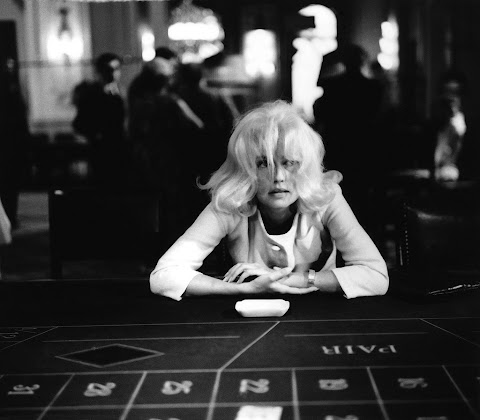 Jeanne Moreau on the set of La baie des anges
