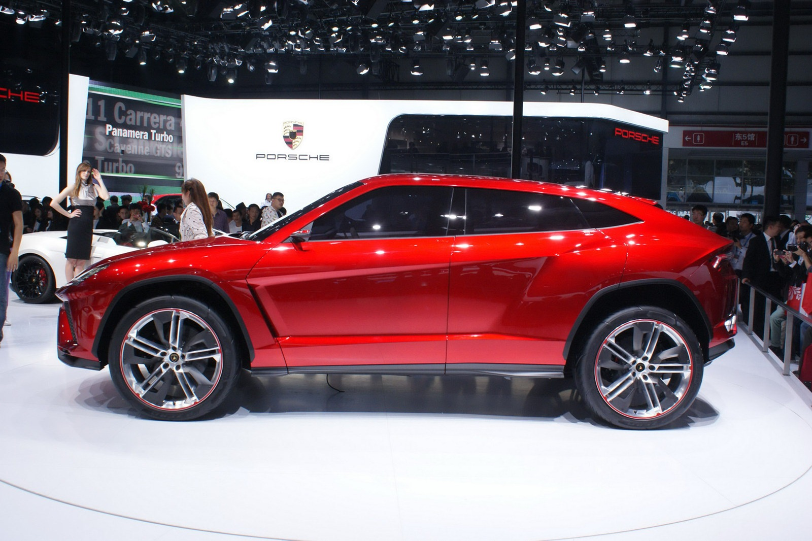 photo gallery - Lamborghini Urus Top Speed