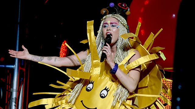 """Mira el show de Miley Cyrus en el """"Milky Milky Milk Tour"""" en alta calidad (VIDEO)"""