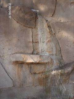 fuente realizada con mortero o piedra artificial