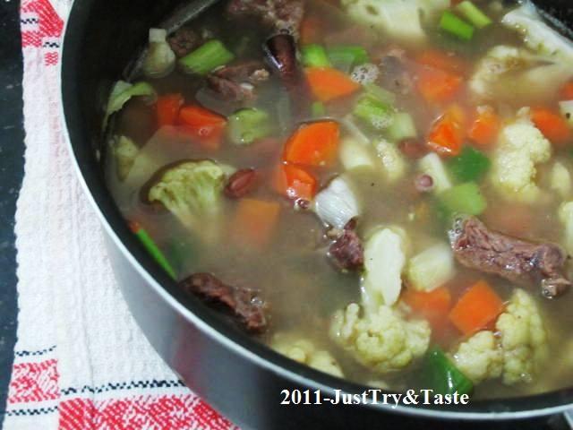 Jadi resep sup kacang merah ini bisa menjadi salah satu menu yang perlu anda pertimbangkan di rumah. Resep Sup Senerek Sup Kacang Merah Daging Sapi Dan Wortel Just Try Taste