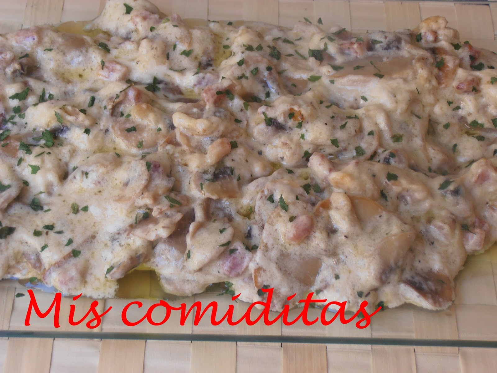 Mis comiditas champi ones y bacon en salsa de queso y nata for Cocinar champinones laminados