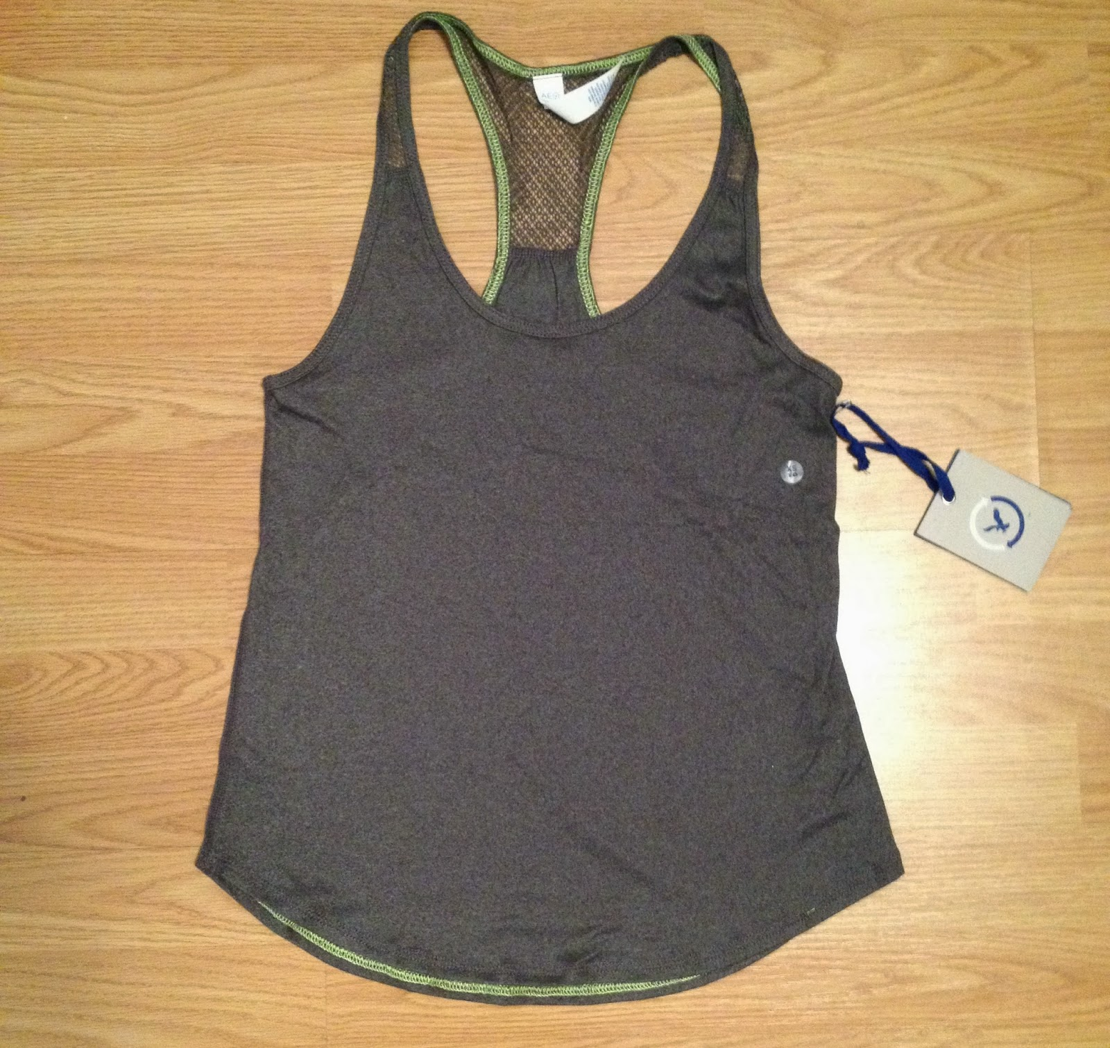 american eagle workout top