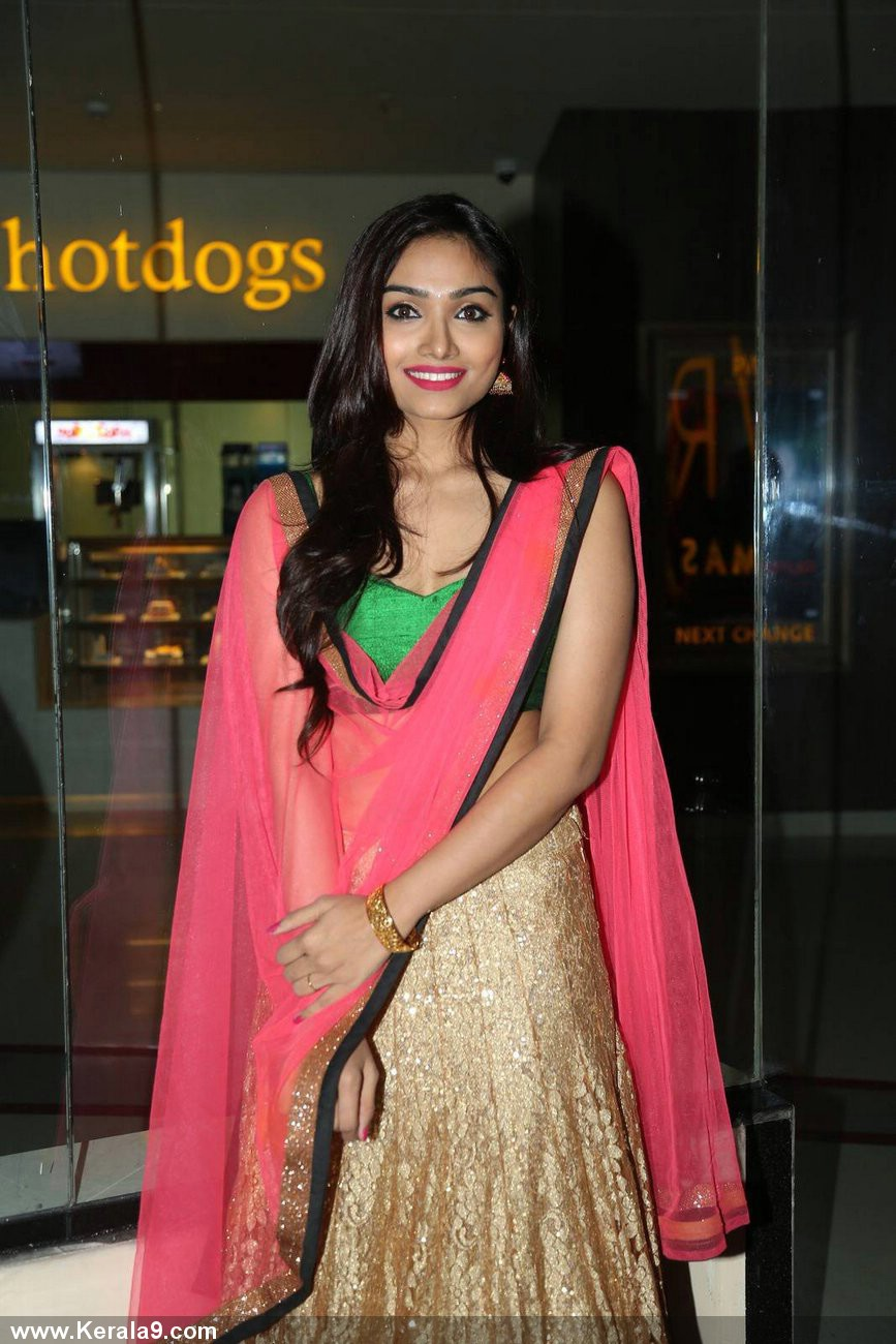 Aishwarya Devan latest hot navel show photos