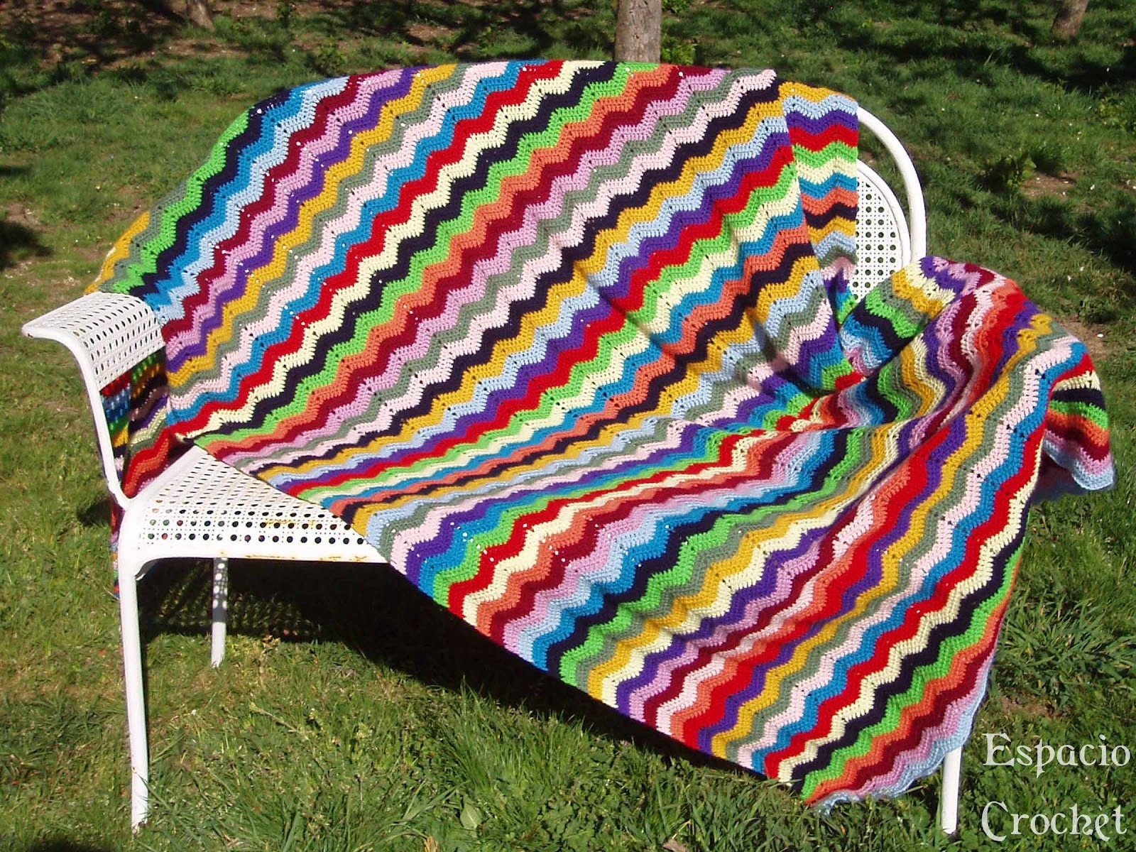 Manta ganchillo zig zag espacio crochet for Mantas de lana hechas a mano