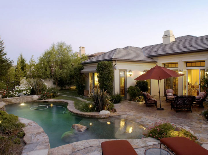 photo: house/residence of friendly 4 million earning Thousand Oaks, California, United States-resident