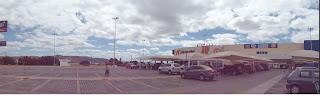 Visão do estacionamento voltado para a Av. Pe. Carlos Cruz.