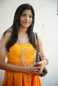 actress pragathi hot photos in yellow-thumbnail-8