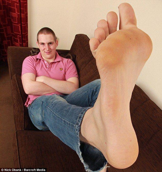 Pies largos con los pies del mono