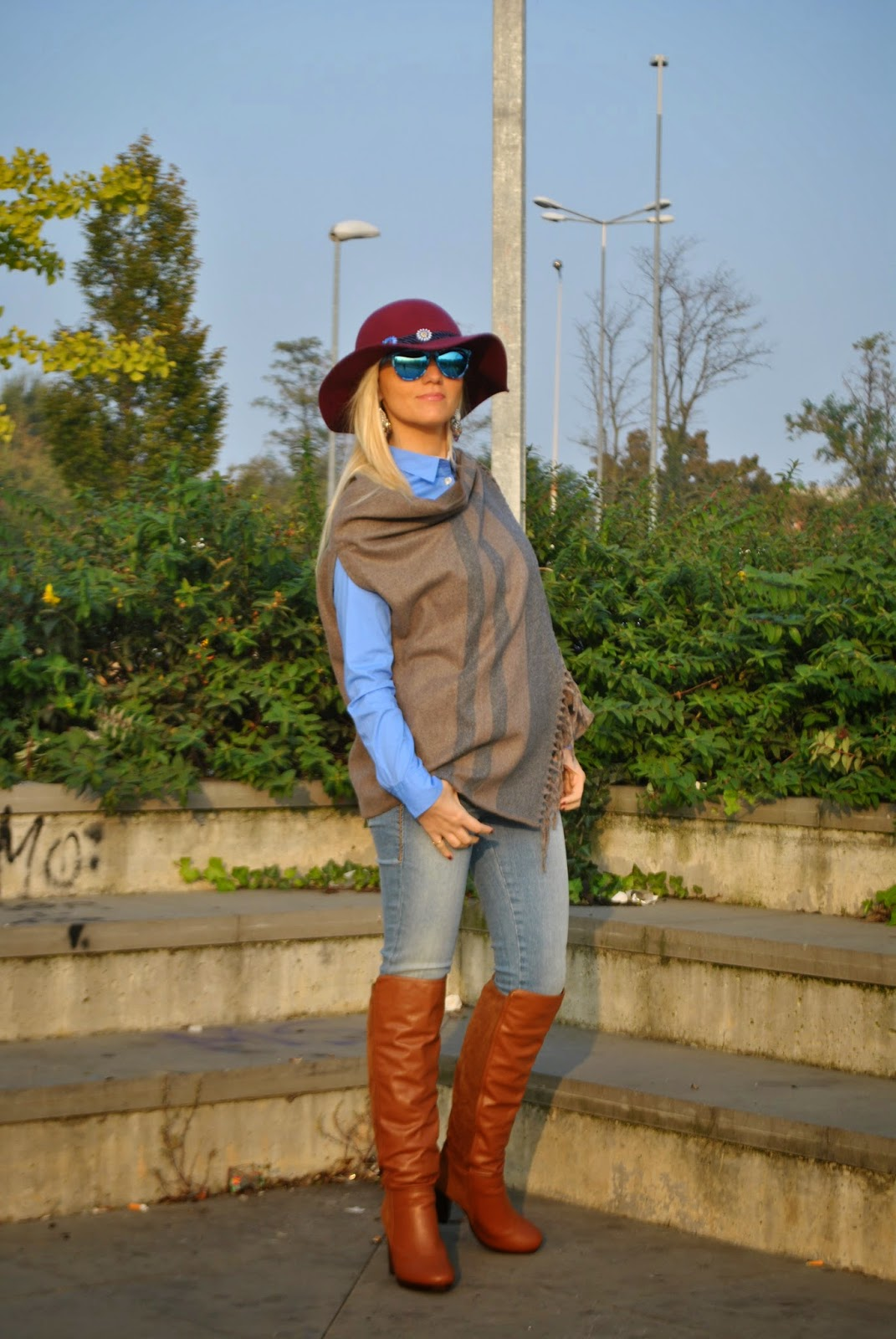autumnal outfit  how to wear cape outfit cape cape street style outfit hat fashion bloggers italy italian girl  outfit mantella outfit casual abbinamenti mantella outfit jeans e mantella outfit stivali cuissardes outfit camicia azzurra outfit jeans fornarina come abbinare la mantella outfit cappello zara jeans e stivali abbinamenti stivali e jeans orecchini majique majique london earringss zara hat fornarina botton up mantella liu jo how to wear cape outfit cape outfit autunnali outfit casual autunnali outfit ottobre 2014 fashion blogger italiane fashion blogger bionde mariafelicia magno fashion blogger outfit colorblock by felym mariafelicia magno fashion blogger di color block by felym come abbinare il cappello cappello burgundy majique london earrings occhiali da sole con lenti a specchio azzurre excape