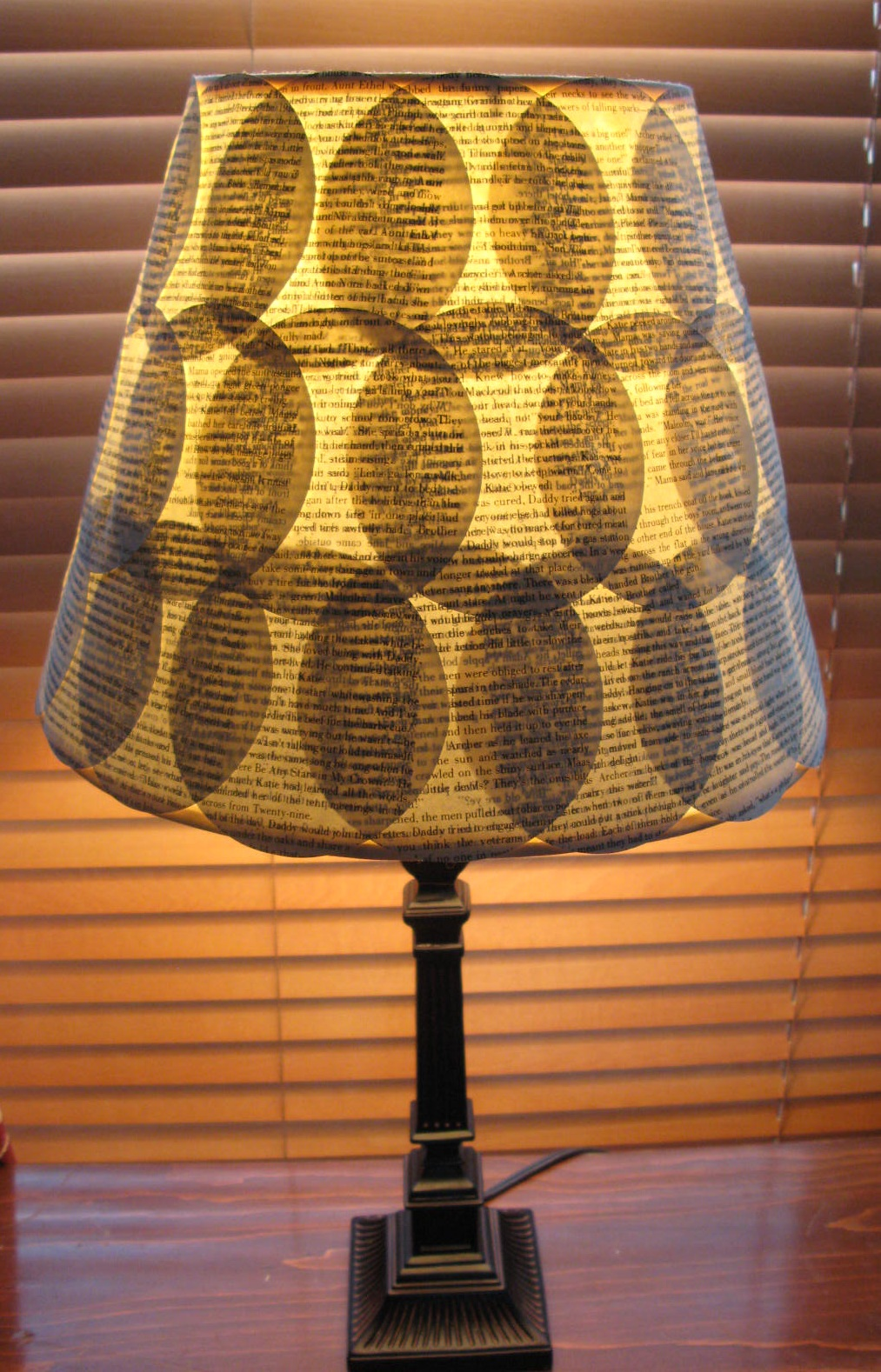 Roundabout: Thrifty Thursday......Book page Lamp