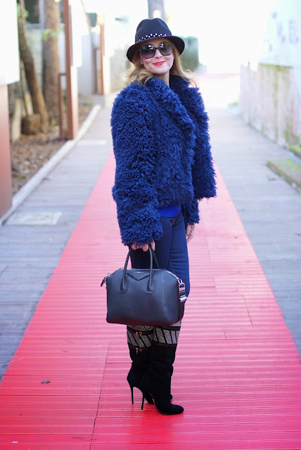 So Allure fake fur jacket, Givenchy Antigona bag, Cesare Paciotti boots, black small Antigona, Fashion and Cookies, fashion blogger