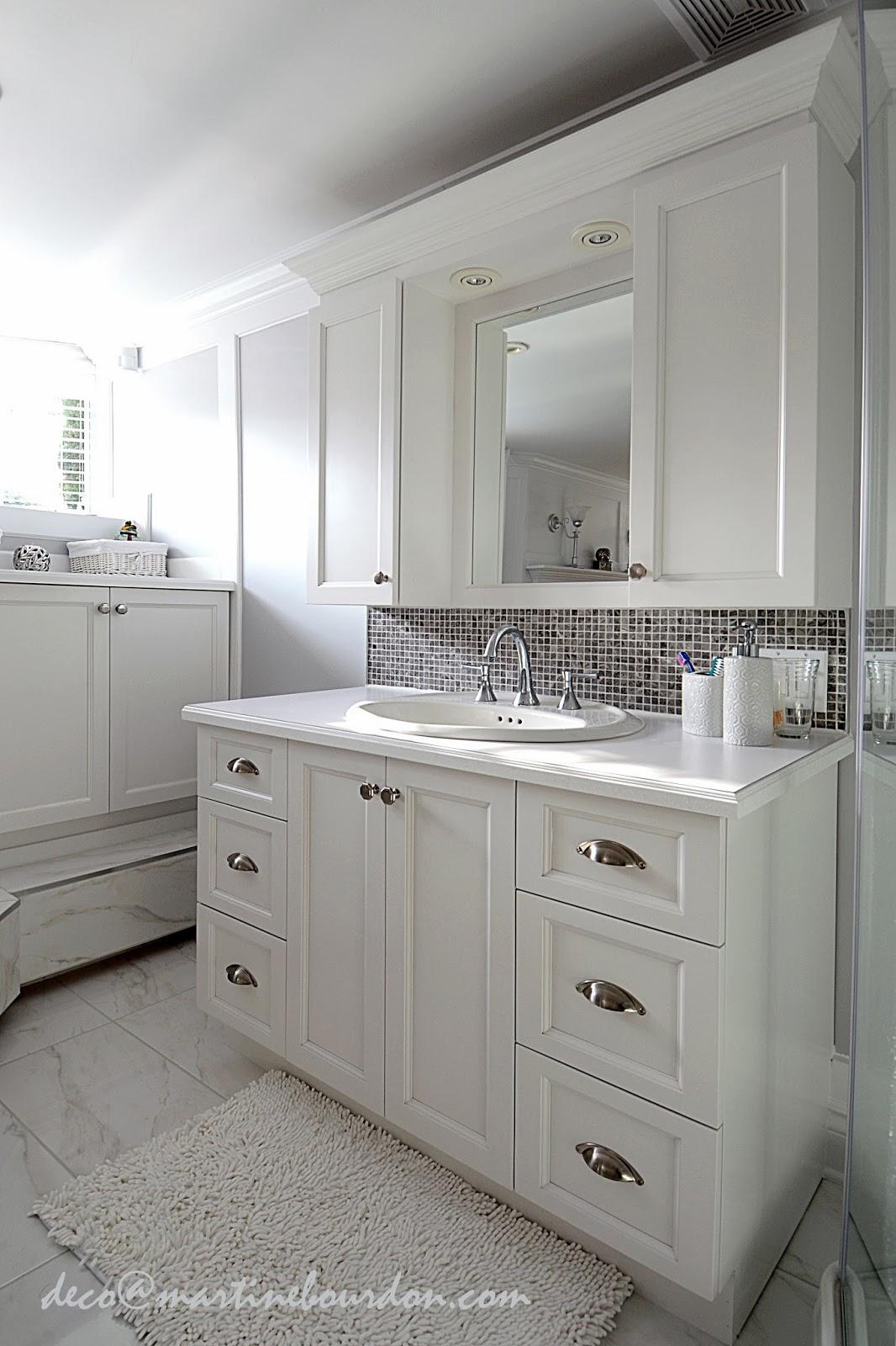 L 39 espace d co beaucoup de blanc un peu de gris chambre for Chambre de bain
