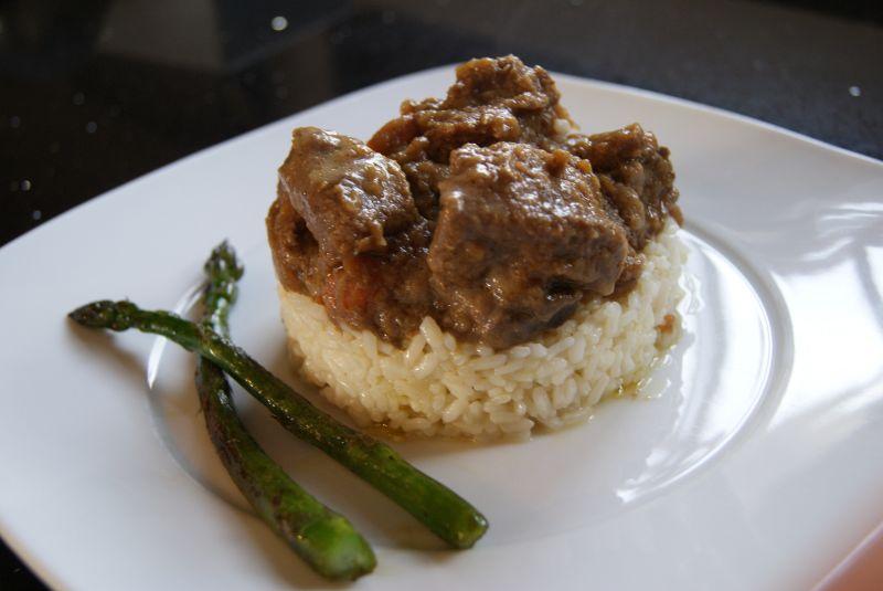 Venado en salsa con guarnici n de arroz y esp rragos - Guarniciones para carne en salsa ...