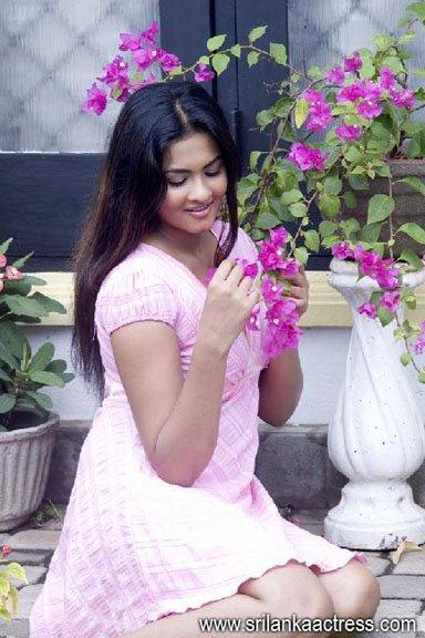 watch Hot Piumi Sirasa Dancing Star