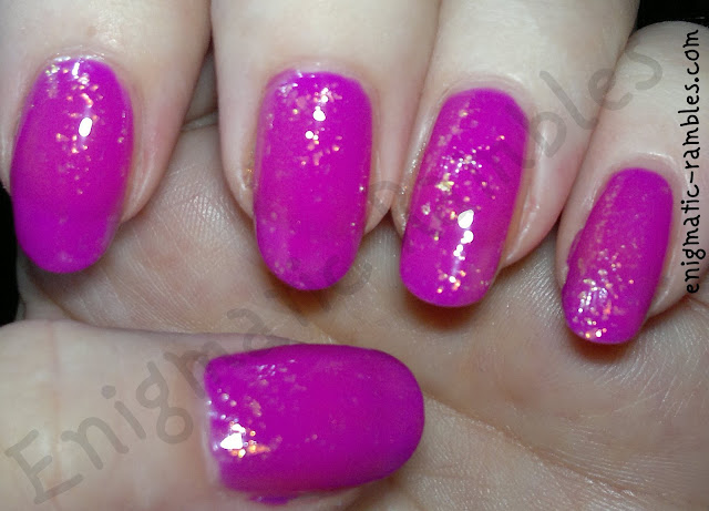 color-club-mrs-robinson-look-beauty-sequin-effect-nails