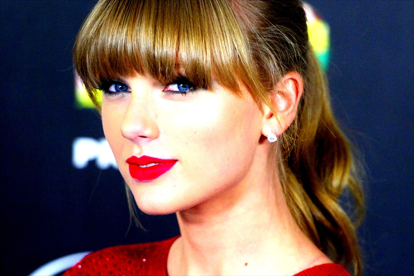 Cute Hot Taylor Swift HD Wallpapers In Red Lipsticks