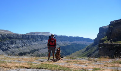 Monte-perdido-con-perro-ordesa-pirineo