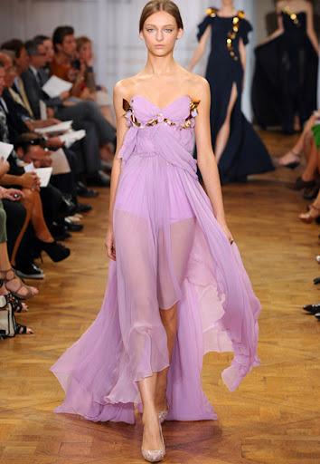 Прозрачна лилава рокля на Nina Ricci
