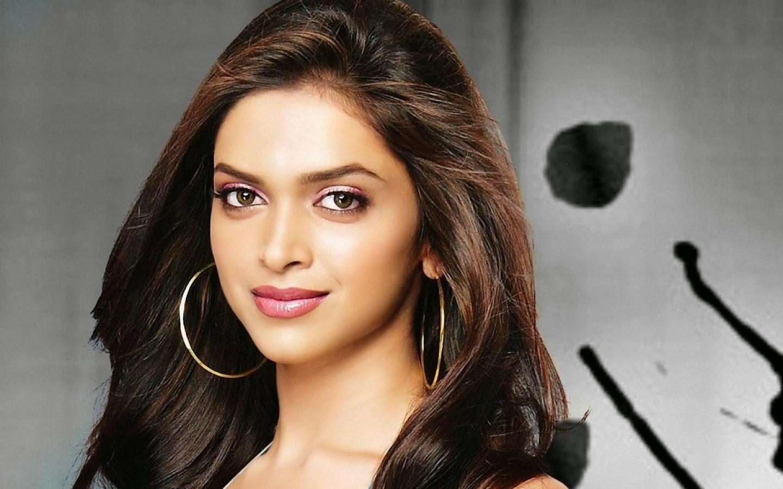 Deepika Padukone Wallpapers Free on Ranbir Kapoor Body Pic Download