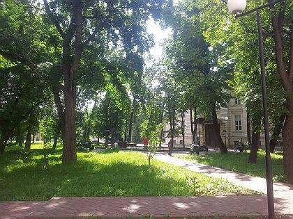 Парк и фонтан у Ожогового центра, бывшей Гурьевской богадельни
