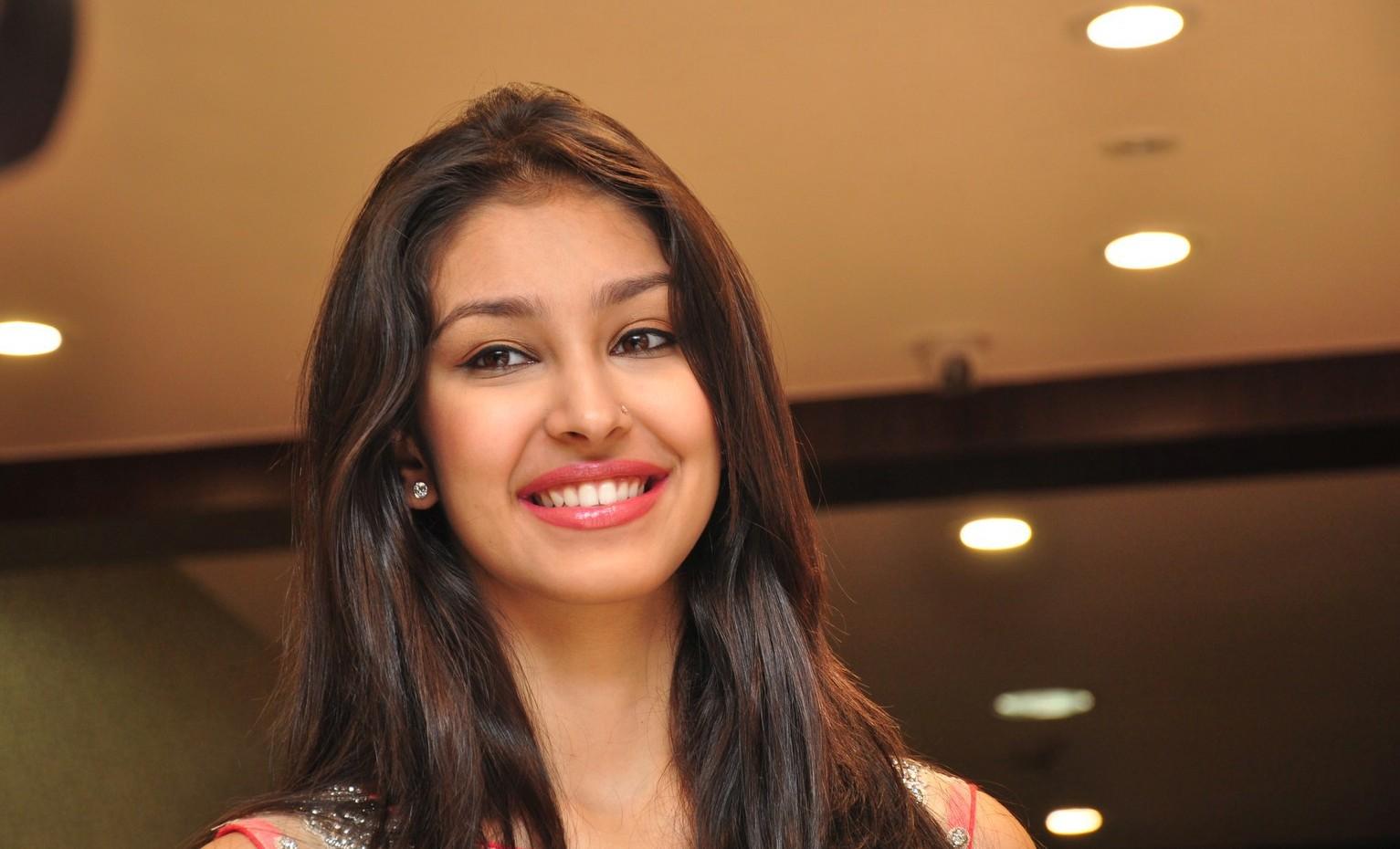 Navneet Kaur Dhillon Photos