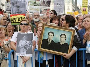 Ante la complicidad del gobierno con los franquistas